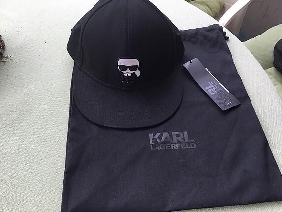 Lagerfeld şapka