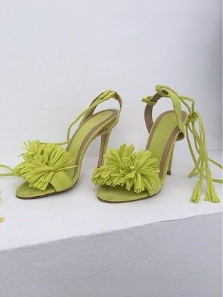 topuklu ayakkabi neon sari