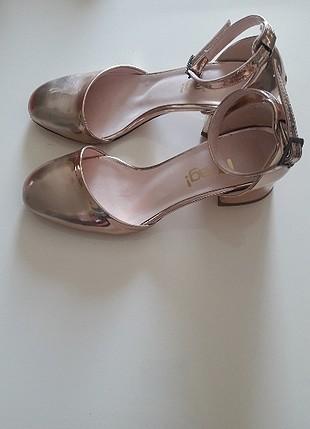 rose-gold kısa topuklu ayakkabı
