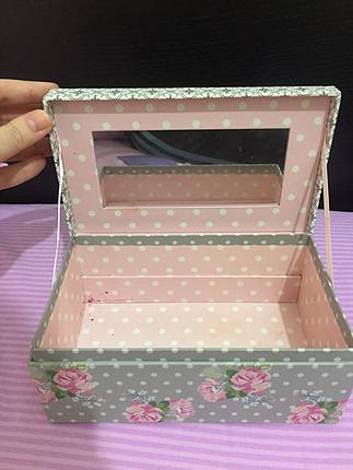 Çiçekli kutu