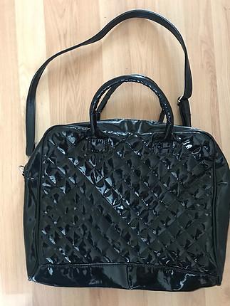 siyah rugan çapraz çanta ve kol çantası