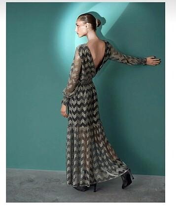 Etiketli yeni elbise