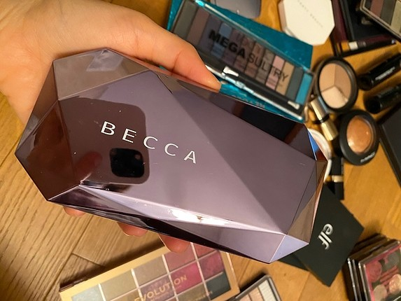 Becca paleti