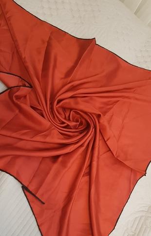 düz renk hafif koyu kırmızı eşarp