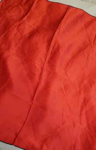 düz kırmızı esarp