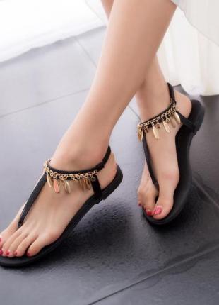 halhal detaylı sandalet
