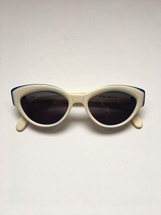 Beyaz vintage gözlük