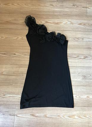 Gül detaylı tek kol elbise