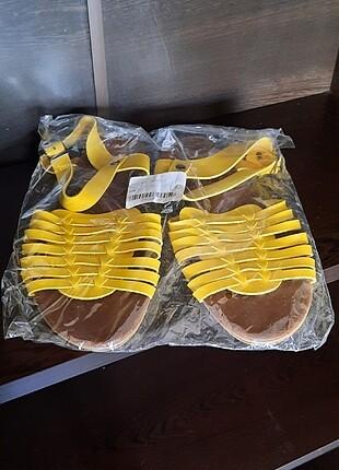 Sarı sandalet