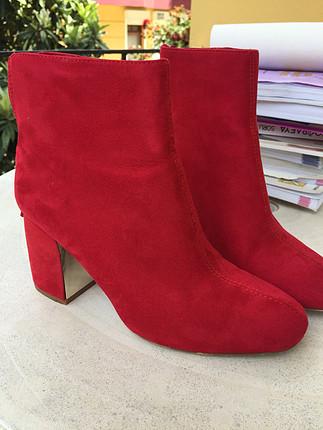 37 Beden kırmızı Renk Stradivarius kırmızı bot