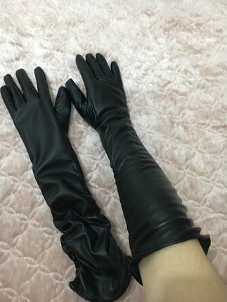 Uzun siyah deri eldiven