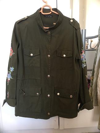 Haki yeşil çiçekli ceket
