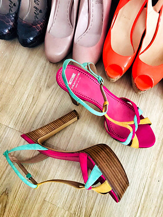 Moschino topuklu ayakkabı