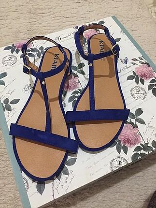 Mavi sandalet
