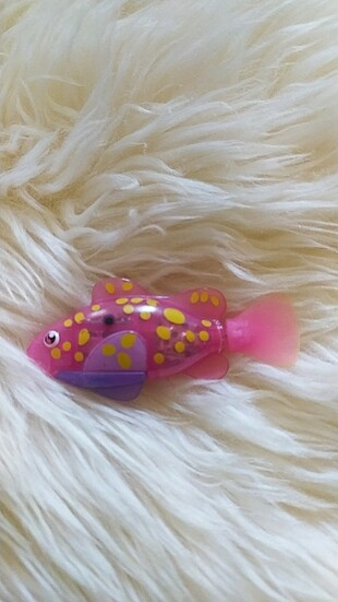 Pilli suda yüzen oyuncak robofish