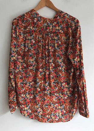 Çiçek detaylı bluz