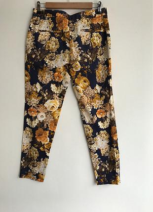 Çiçek desenli pantalon