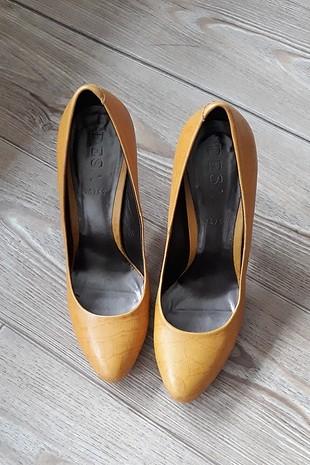 turuncu topuklu ayakkabı