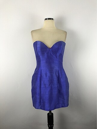 Sırt detay straplez elbise