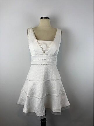 Şık beyaz elbise