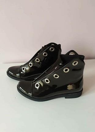 Siyah rugan bot (Zara değildir)