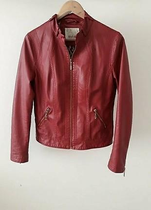 Leke jeans kırmızı deri ceket