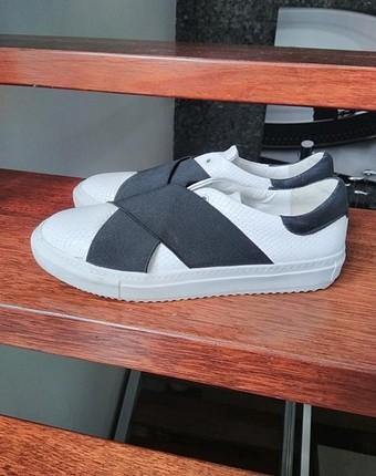 Network sneaker