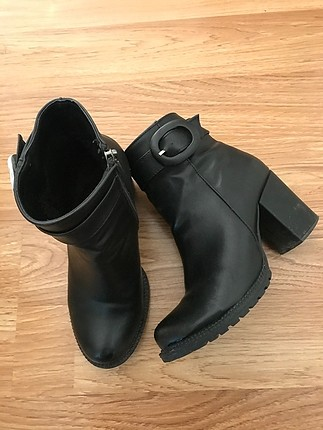 Topuklu bot