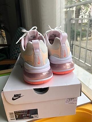 38 Beden Nike airmax 270 React