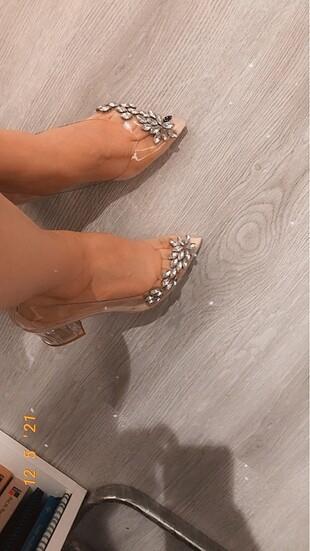 Taşlı şeffaf topuklu ayakkabı