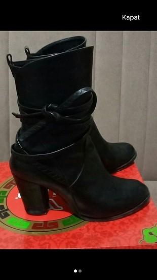 siyah topuklu bot