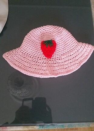 Çilekli bucket şapka