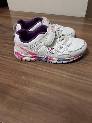 kinetix 31 numara spor ayakkabı görüldügü gibi temiz ve hasarsız