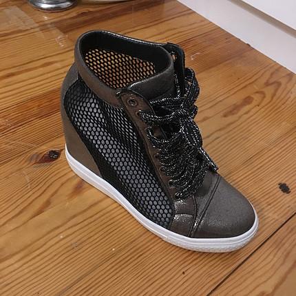 Dolgu dolgu topuk spor ayakkabı
