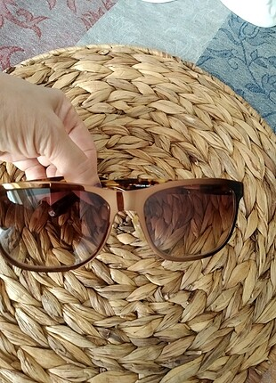 Charles & Keith güneş gözlüğü