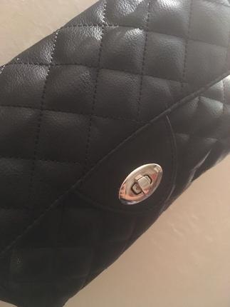 Zincir askılı kol çantası