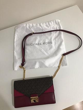 Michael Kors askılı çanta.