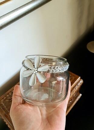 El yapimi kavanoz mumluk veya makyaj düzenleyici. Gümüş