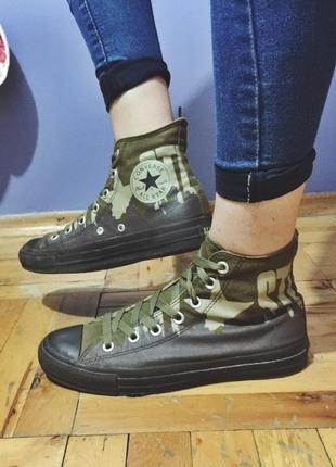 Haki Converse
