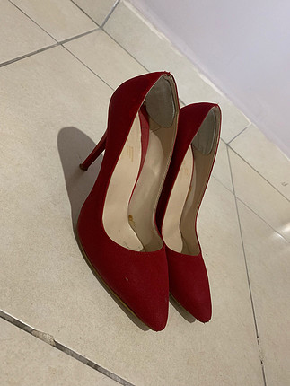 Kırmızı Topuklu
