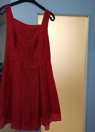 Kırmızı, çok hoş bir yazlık elbise