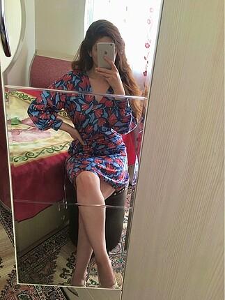 Saten parlak kumaş abiye S 36 beden kısa çiçek desen elbise