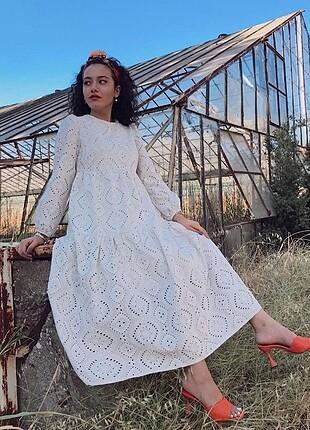 Beyaz fisto elbise