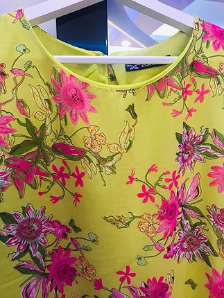 Şifon çiçekli askılı bluz