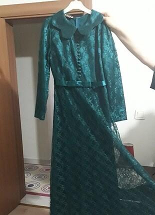 Zümrüt yeşili dantel elbise