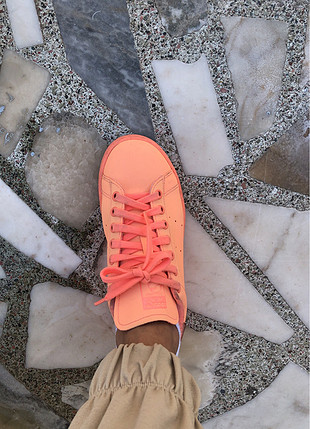 Adidas neon yavruağzı stan smith