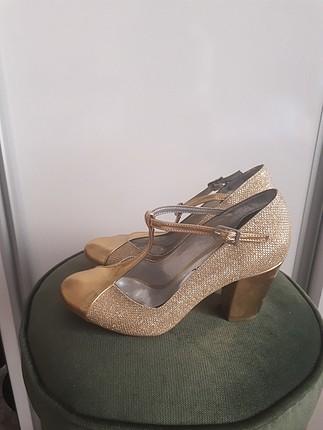35 altın sarisi topuklu ayakkabı