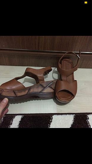 Matraş hakiki deri taba-kahve dolgu topuk sandalet