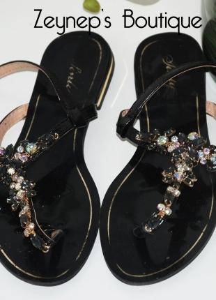 Süslü Açık Ayakkabılar! :)