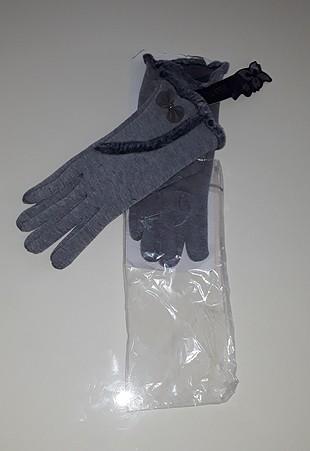 Yeni ve etiketli eldiven